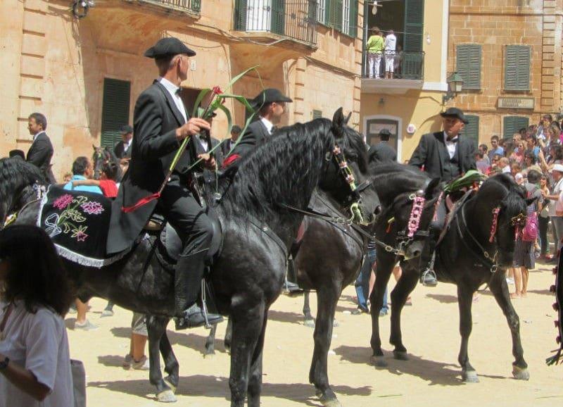 cheval noir menorca