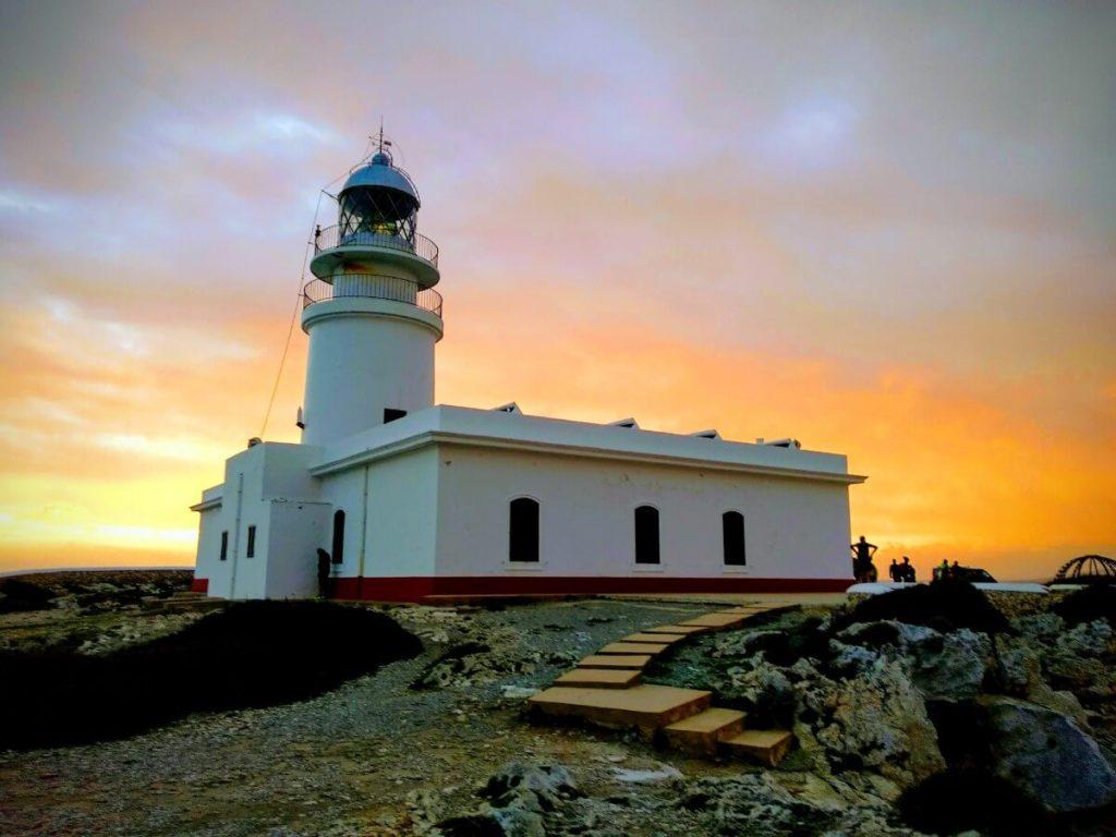 Le majestueux phare de Cavalleria.