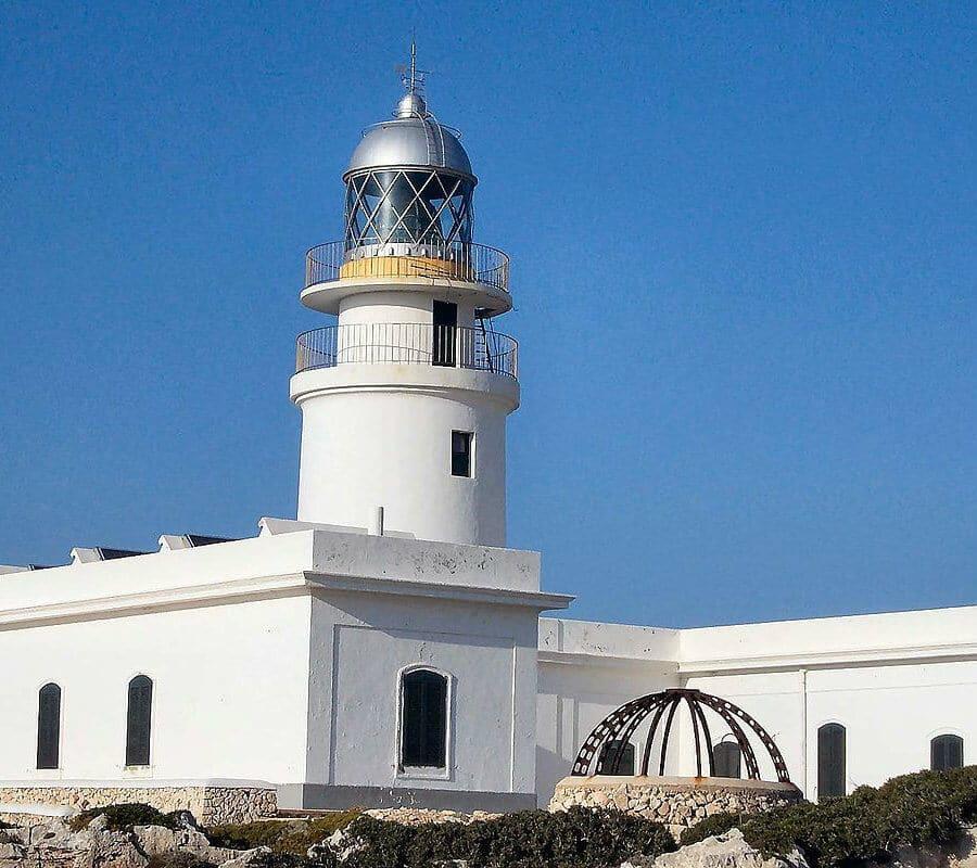 phare cavalleria à flanc de falaise : 94 mètres