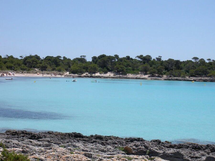 Son saura, une plage différente à Minorque
