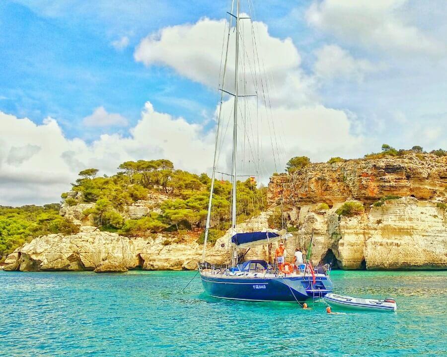 Un voilier pour faire de tour de Minorque?