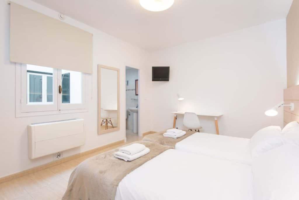 Chambre Double | Hostal Jume Urban Rooms, En Plein Cœur De Mahon | Bons Plans Minorque