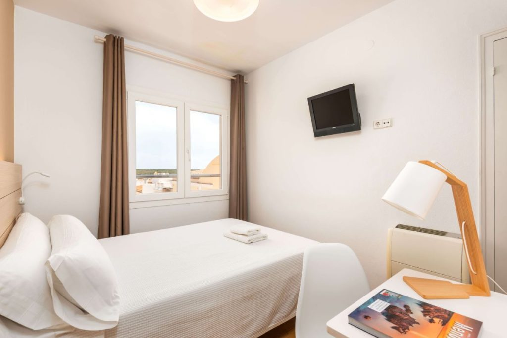 Chambre Individuelle | Hostal Jume Urban Rooms, En Plein Cœur De Mahon | Bons Plans Minorque