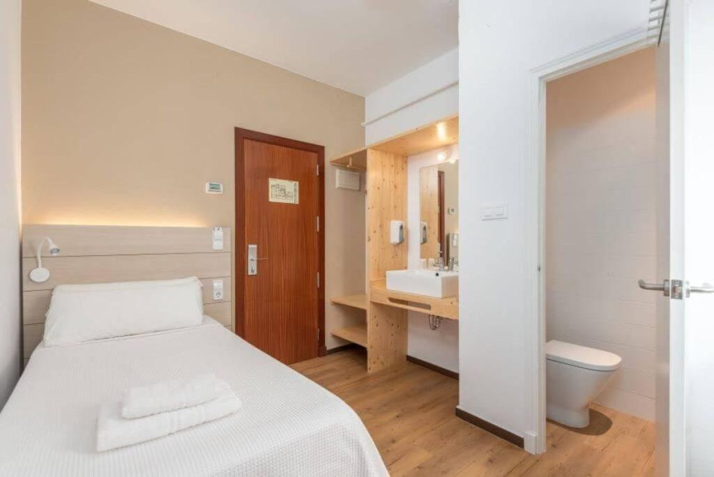 Chambre Individuelle2 | Hostal Jume Urban Rooms, En Plein Cœur De Mahon | Bons Plans Minorque