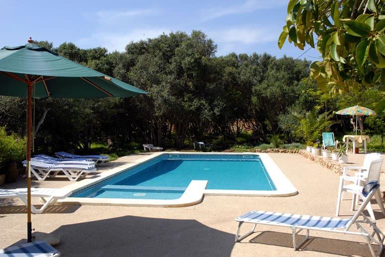 Zone piscine de 300m2, idéal pour le farniente.