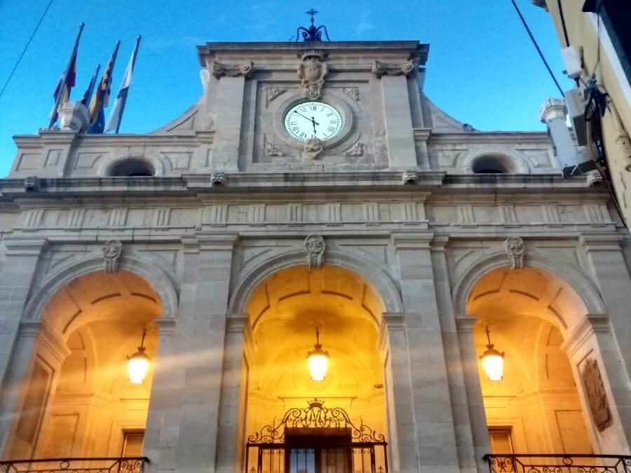 Photo De La Mairie De Mahon | Mes Conseils Et Spots Préférés Pour De Belles Photos à Minorque | Que Faire à Minorque