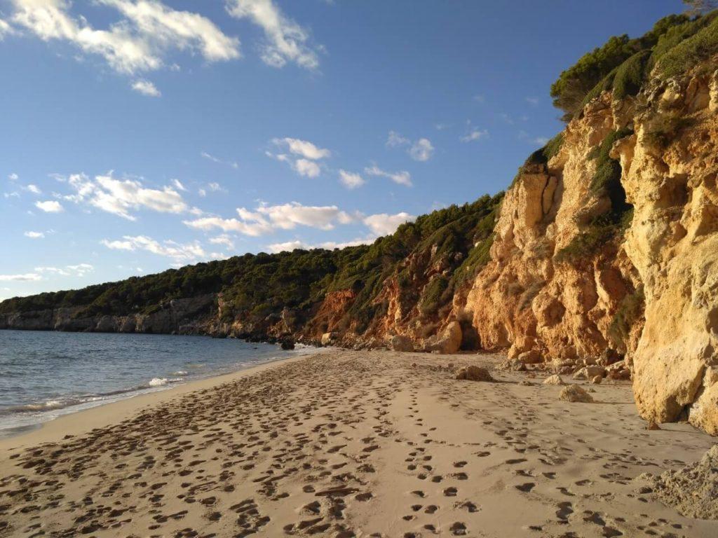 La plage de Binigaus près de Sant Tomas et Es Migjorn
