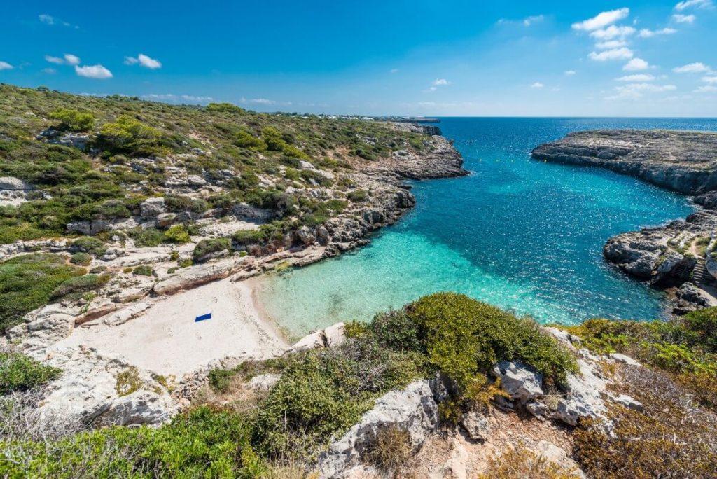 Crique de Binidali: Une plage déserte de Minorque?